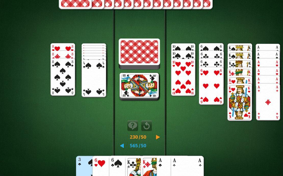 Canasta-Spielfeld mit schwarzer Drei auf der Hand